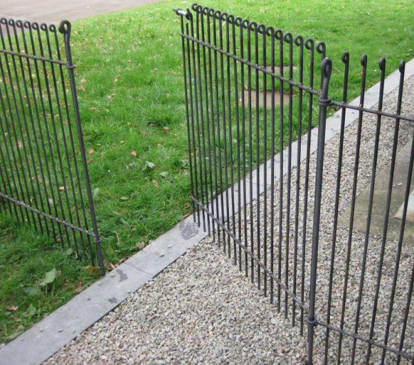 Tür für Hundezaun / Gartenzaun Graz engmaschig in Eisen roh
