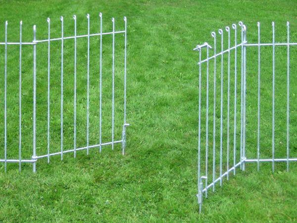 Doppelflügelige Tür in Eisen fezerverzinkt normaler Stababstand ohne Bodenrollen
